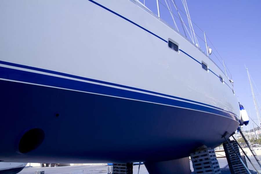 Разноцветная яхта: как красят водные суда